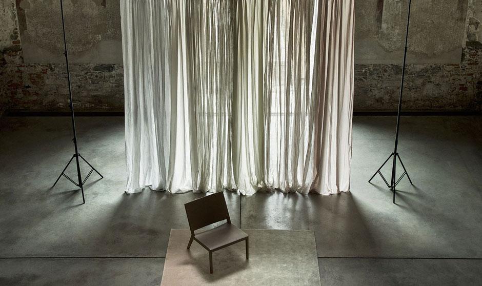 Moderne Gardinen und schöner Sichtschutz von Christian Fischbacher. Endres Raumkultur setzt sie gekonnt in Szene