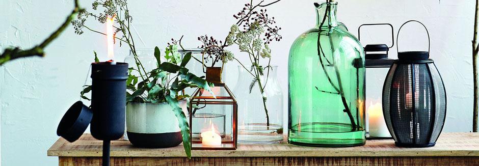 Modische Wohnaccessoires, Vasen, Kerzenhalter, Windlichter von House Doctor.