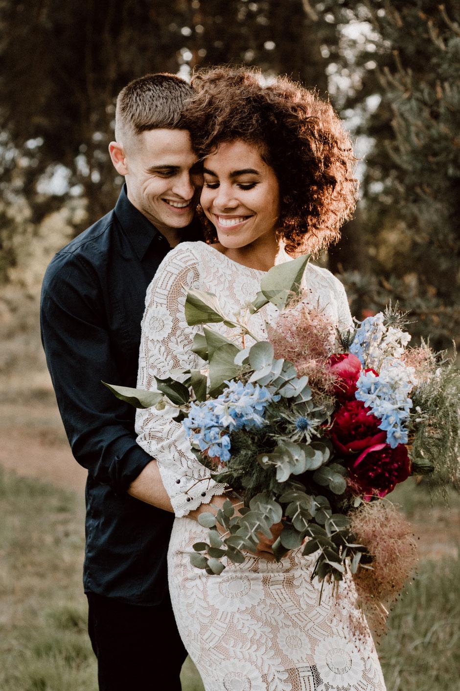 hochzeitsfotografie-belinda-bäuerle-wedding-pärchenshooting-coupleshooting-blumenstrauß