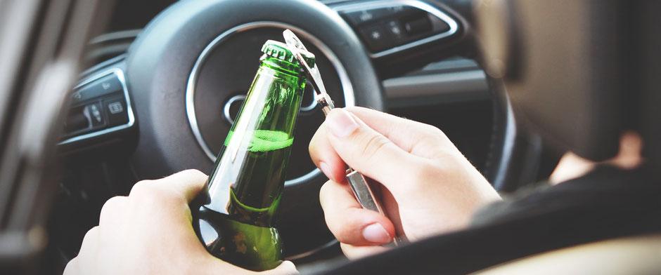 Alkohol am Steuer führt zu vermehrten Unfällen, Bildrechte: CC0-Lizenz