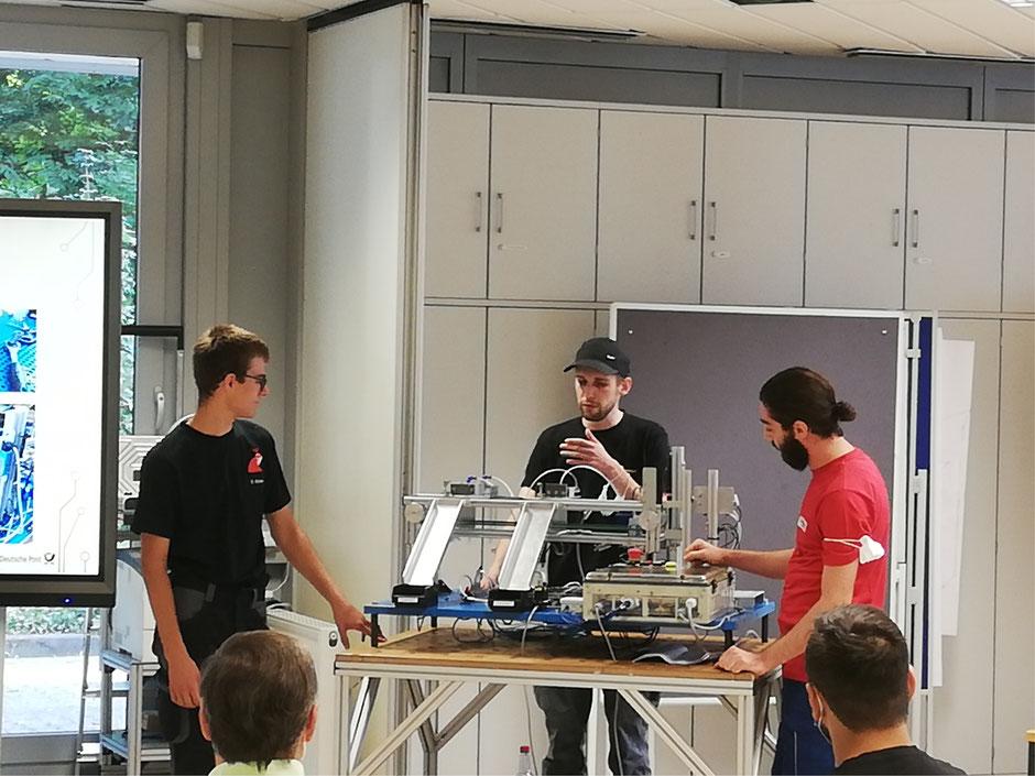 LOK-Projekt Formatsortierer: Dennis Kirchner (Werner & Mertz GmbH), Dmitry Shklyar (DHL IPZ Frankfurt), Muhammed-Taha Kocoglu (Bericap) (von links)