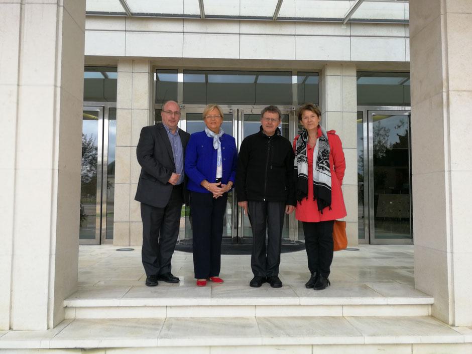 De gauche à droite : Jean-Claude Etienne, Christine Roimier, Mgr Gilbert Louis, Laurence de Valbray