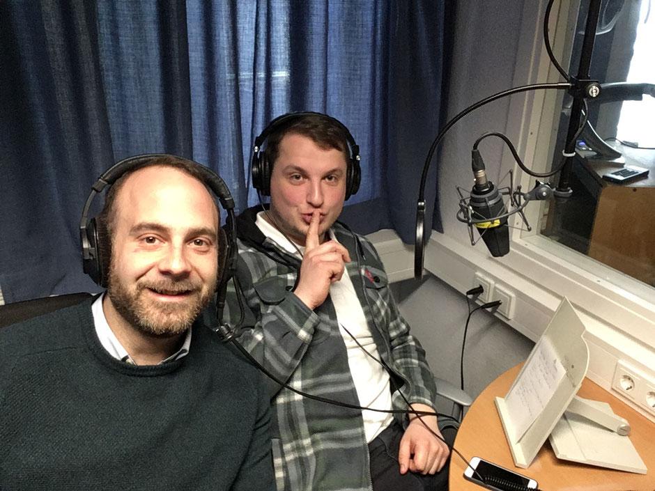 Zum ersten Mal einen Podcast aufnehmen und zum ersten Mal im Leben einen Selfiestick halten! Es war für alle ein aufregender Tag!