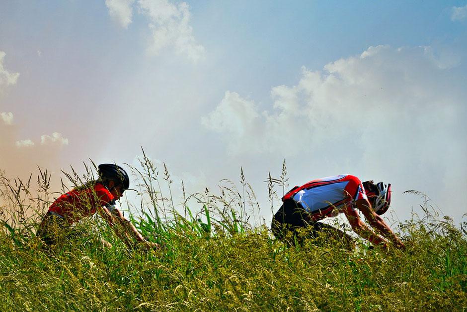 courreur cycliste dans l'Ain vers Bourg-en-Bresse