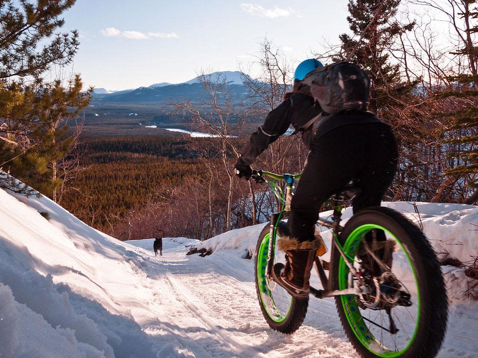 balade en fatbike dans la neige et la montagne