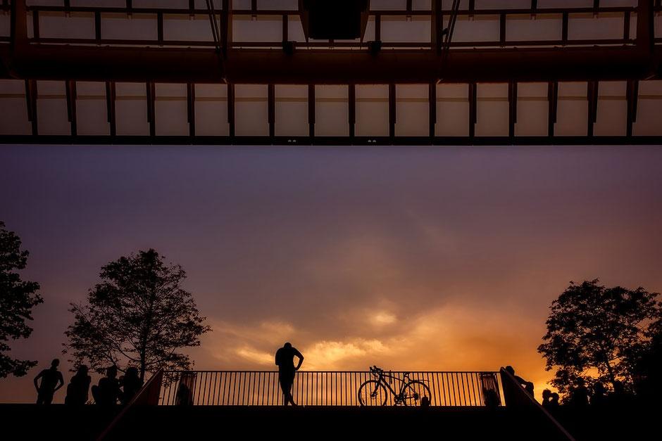 couché de soleil à paris sur vélo d'occasion