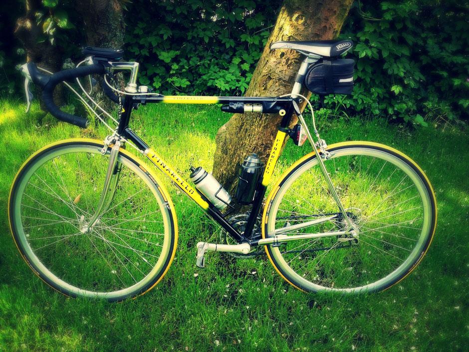 vélo de course d'occasion noir et jaune