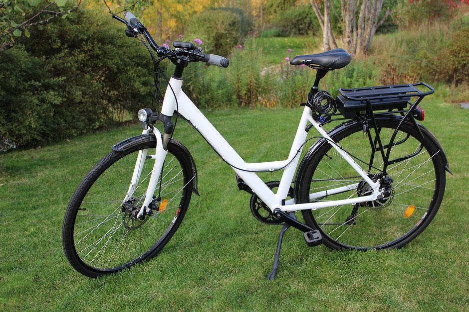 vélo à assistance électique blanc