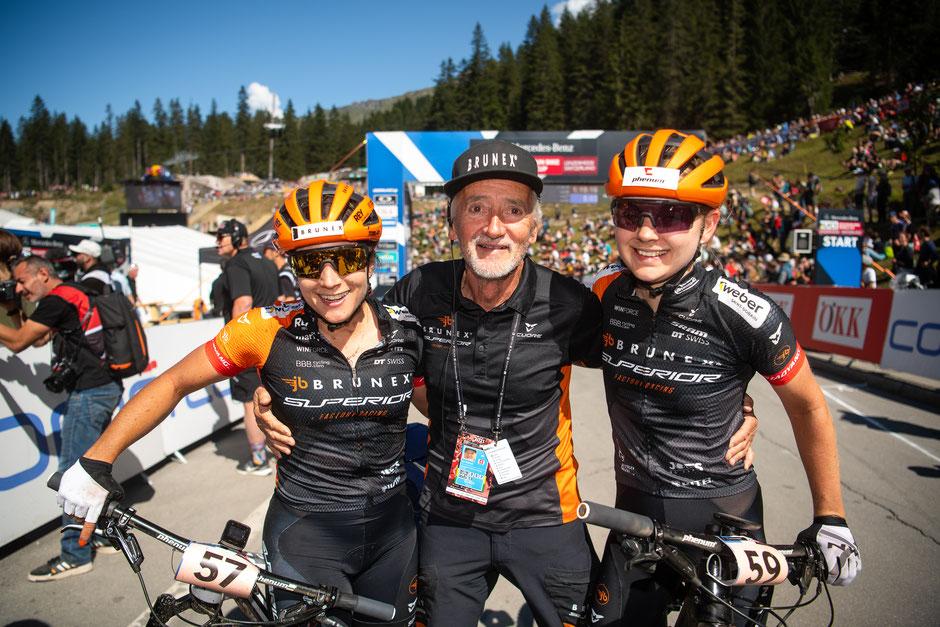vl: Ramona Forchini, Teamchef Joe Broder, Teamkollegin Sophie Von Bersword