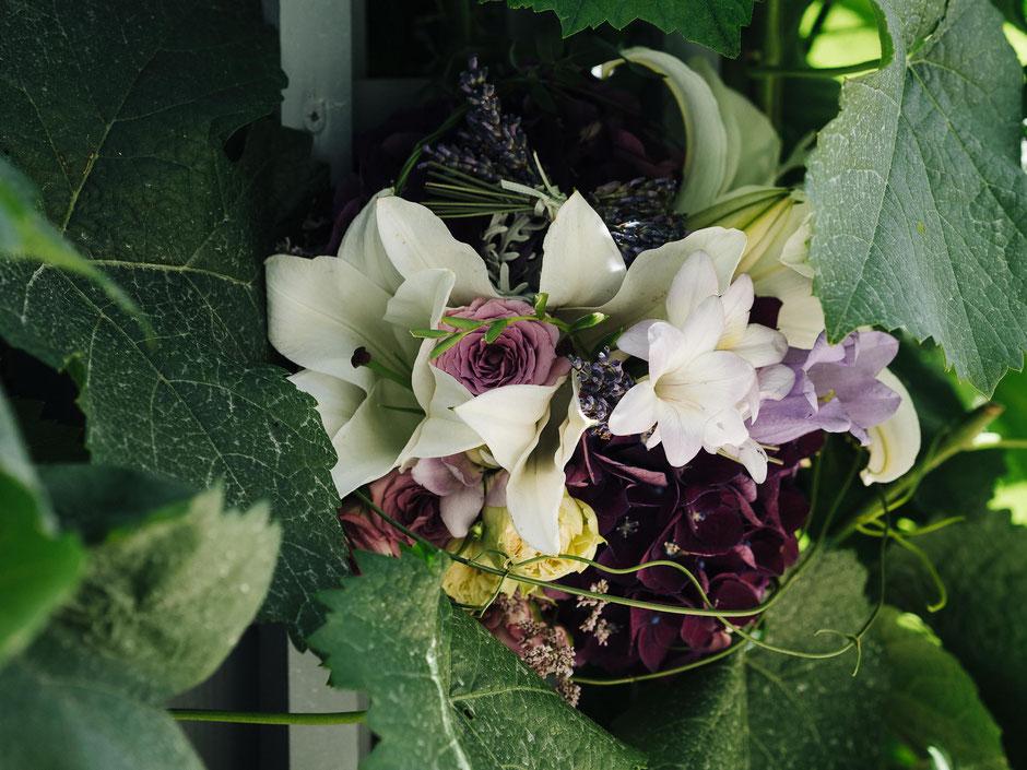 Brautstrauß mit lila Hortensien