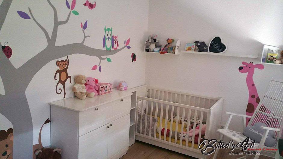 Wandmalerei für's Babyzimmer nach Maß in Großenhain. Hier wurde auf den cm genau geplant. Ein traumhaftes Ergebis in Pastellfarben.