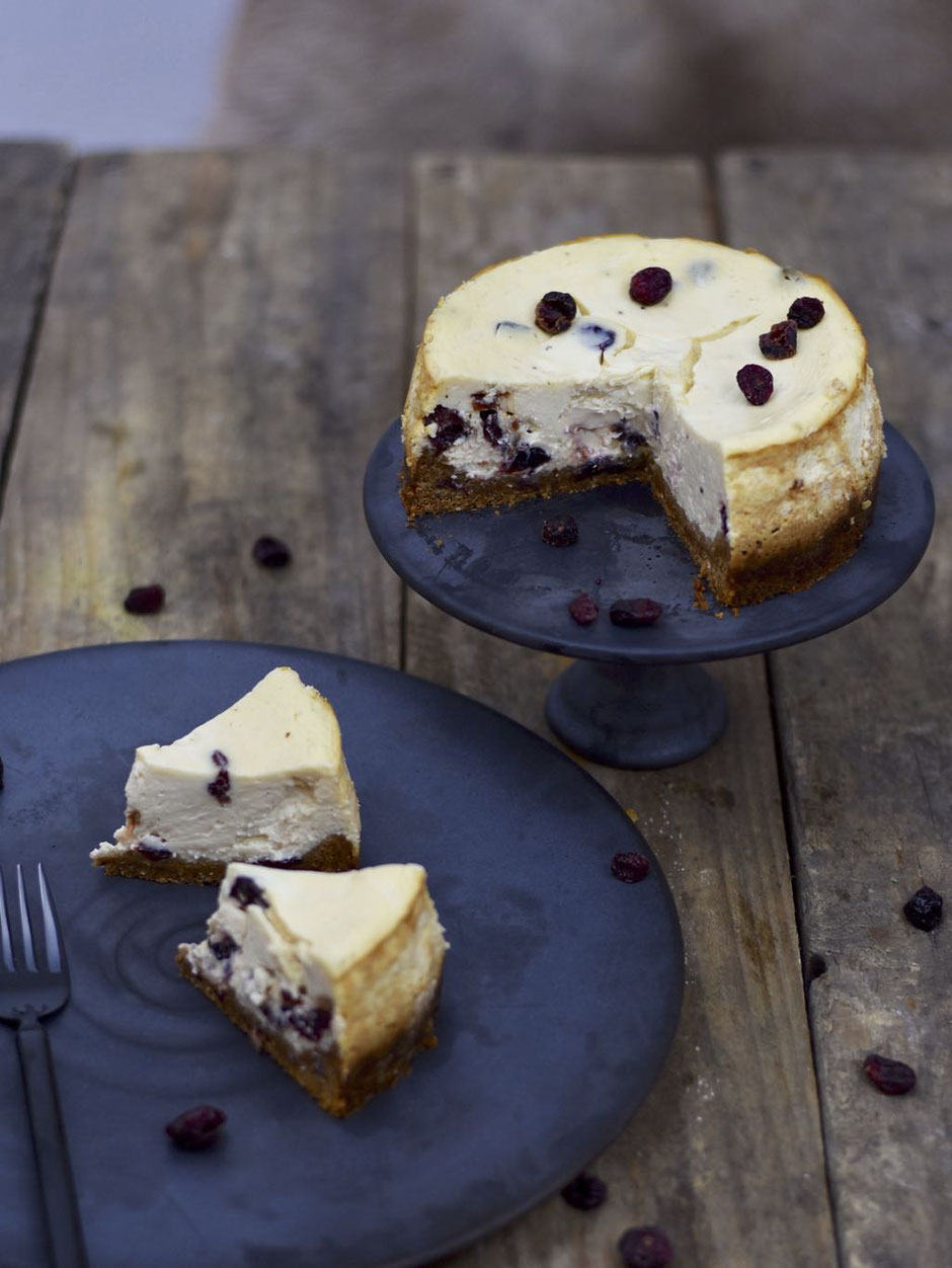CHEESECAKE MIT CRANBERRIES