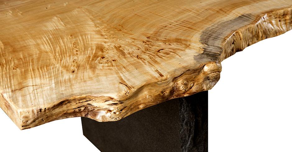 Moderner Design Holztisch aus extravaganter Maserpappel Naturholz mit besonderer Naturcharakteristik, moderne Designertische besondere Naturholztische