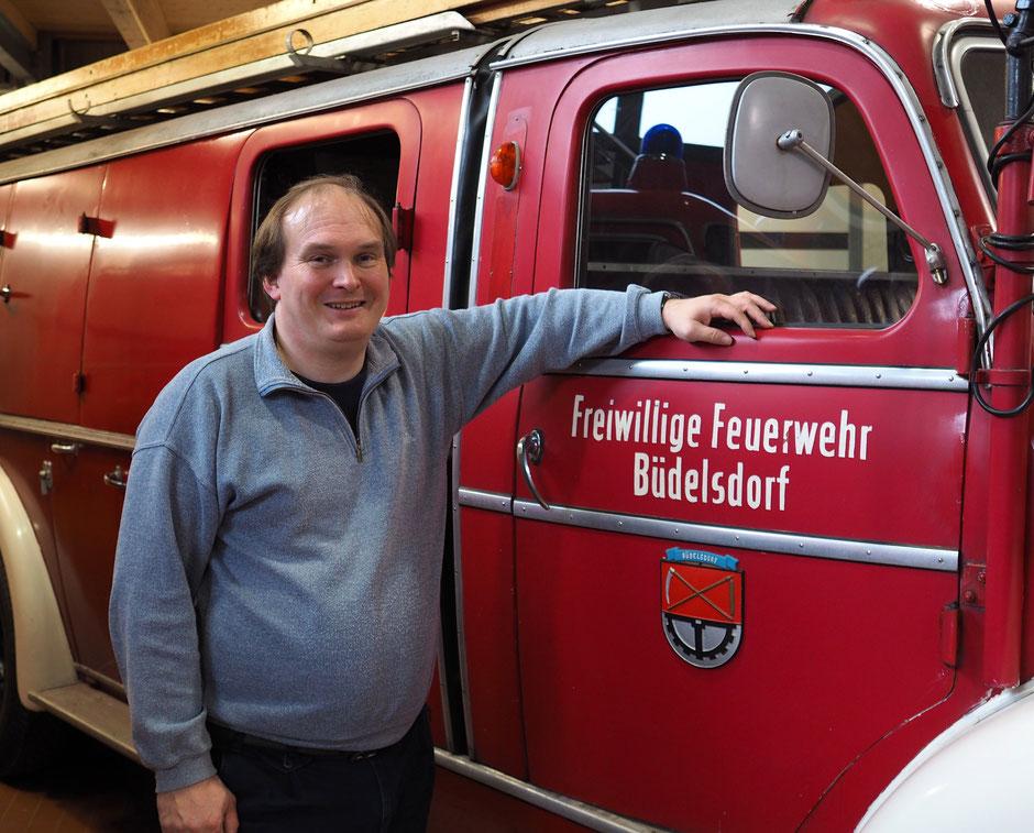Hajo Brandenburg - Leiter des Feuerwehrmuseums Schleswig-Holsten vor einem seiner Exponaten. Foto: C. Schumann