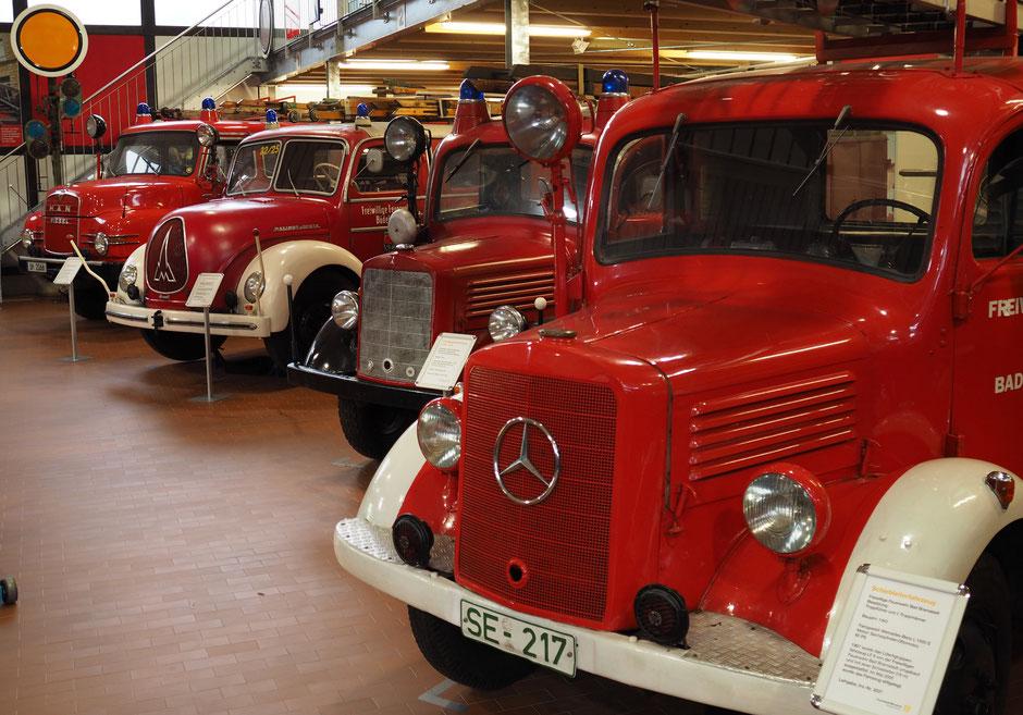 Rot - und historisch. Blick in die Plambeck-Halle des Feuerwehrmuseums Schleswig-Holstein. Foto: C. Schumann, 2016