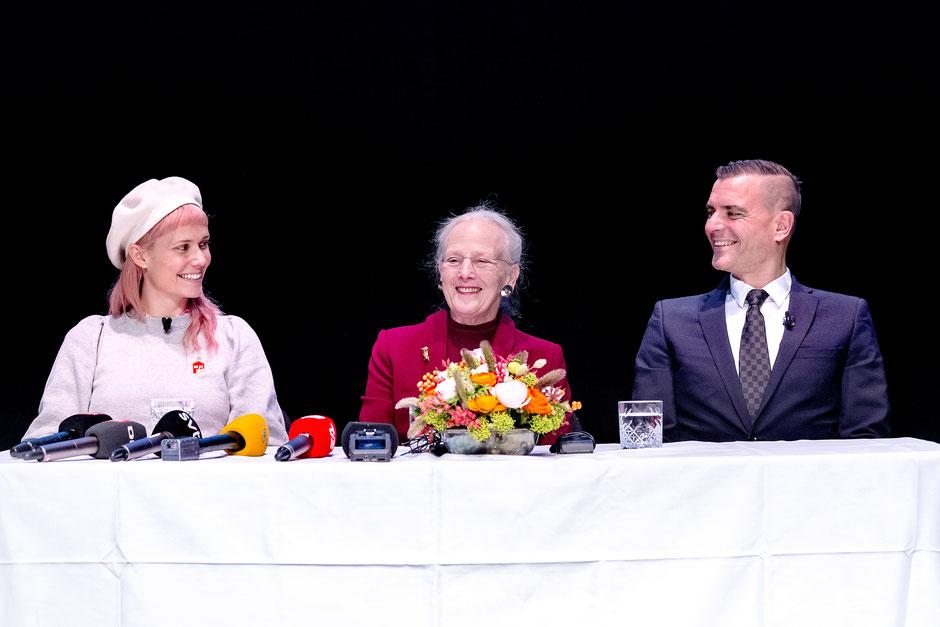 """Bei der Pressekonferenz zur """"Schneekönigin"""" Ende November in Kopenhagen: Oh Land, die dänische Königin Margrethe II. und Jurij Possochow. Foto: Tivoli/Bax Lindhardt/PR"""
