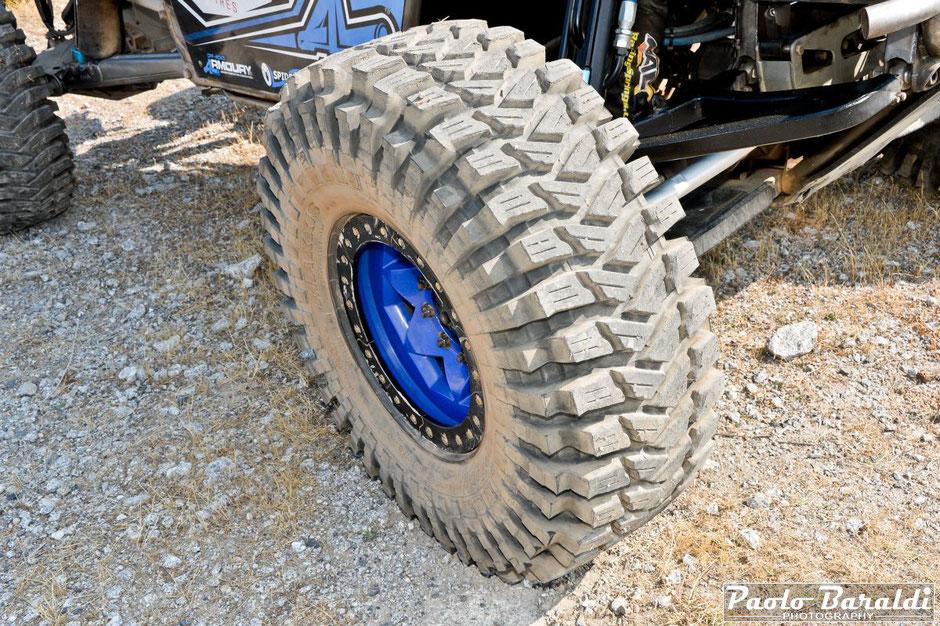 I Cerchi sono dei Trail Gear Creaper da 17 pollici con degli pneumatici Maxxis Trepador 40x13.50R17