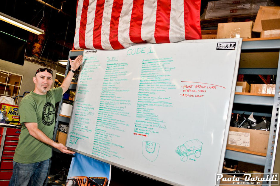 Tony Carvallo con la lista dei lavori per preparare il Code 1