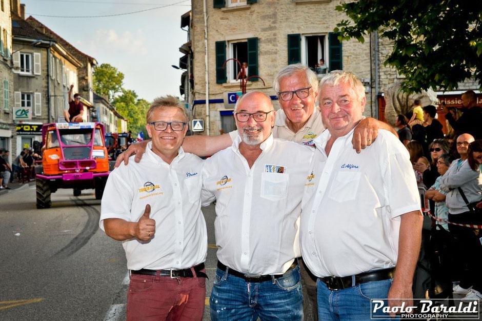 I tre rappresentanti dell'OVS con alle spalle Maurice Lavesvre organizzatore della gara francese