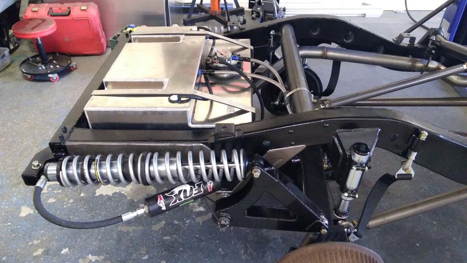 4-link posteriore con cantilever e coilover orizzontali