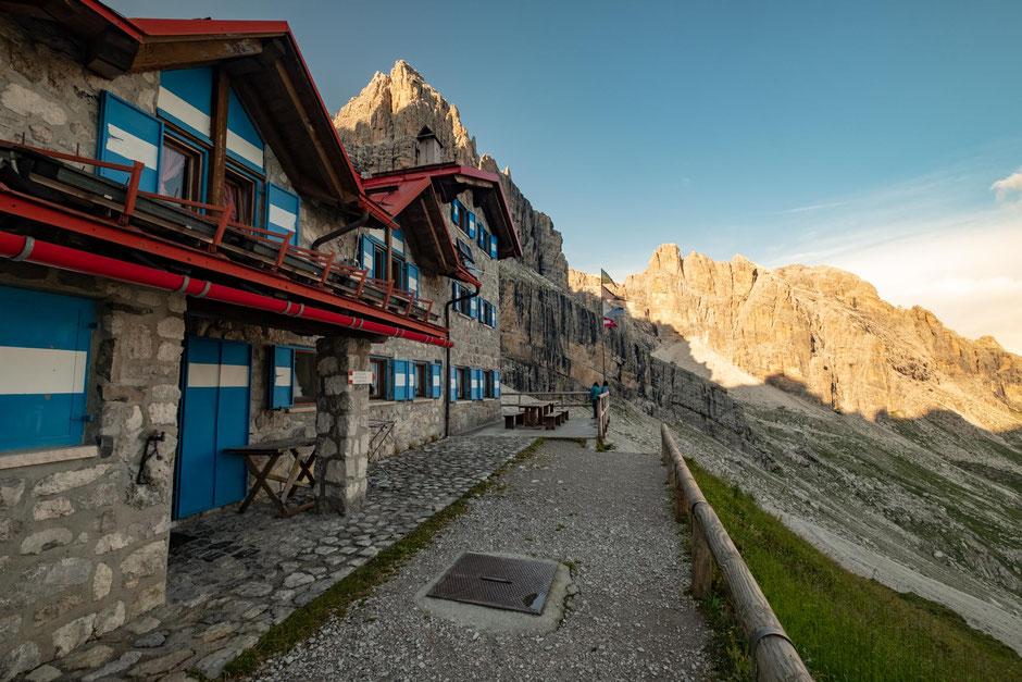 The beautifully located rifugio Agostini