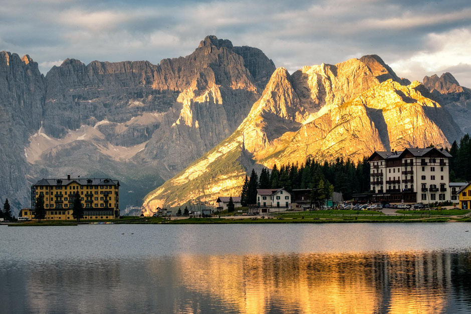 Lago Misurina at sunrise with the Sorapiss Range behind