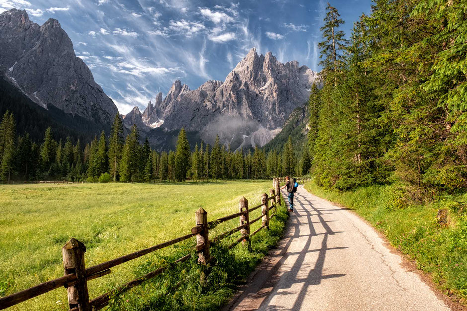 The first stage of the hike through Val Fiscalina between Hotel Dolomitenhof and Talschluess Huette