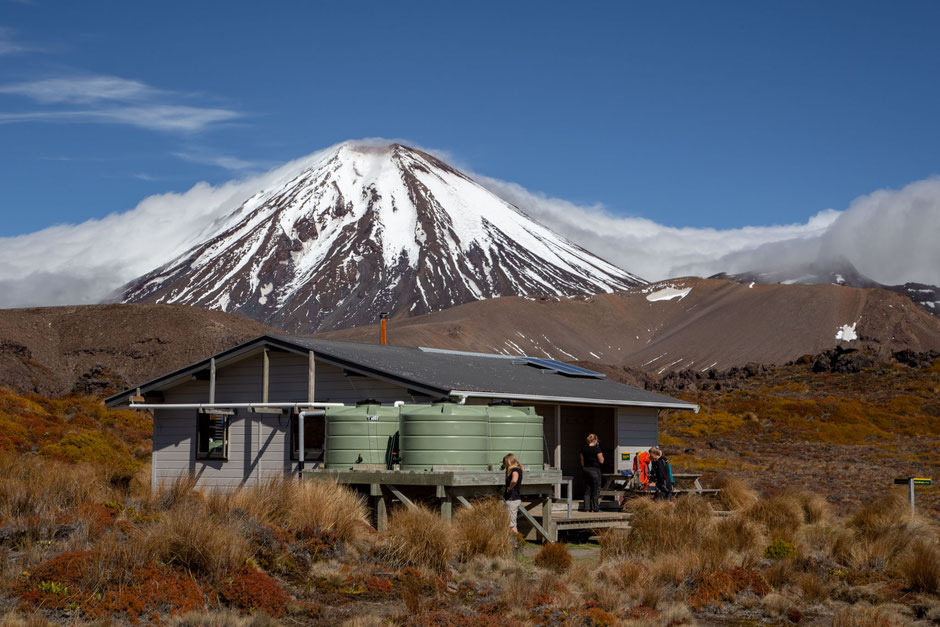Oturere hut and mount Ngauruhoe. Most scenic backcountry huts in New Zealand