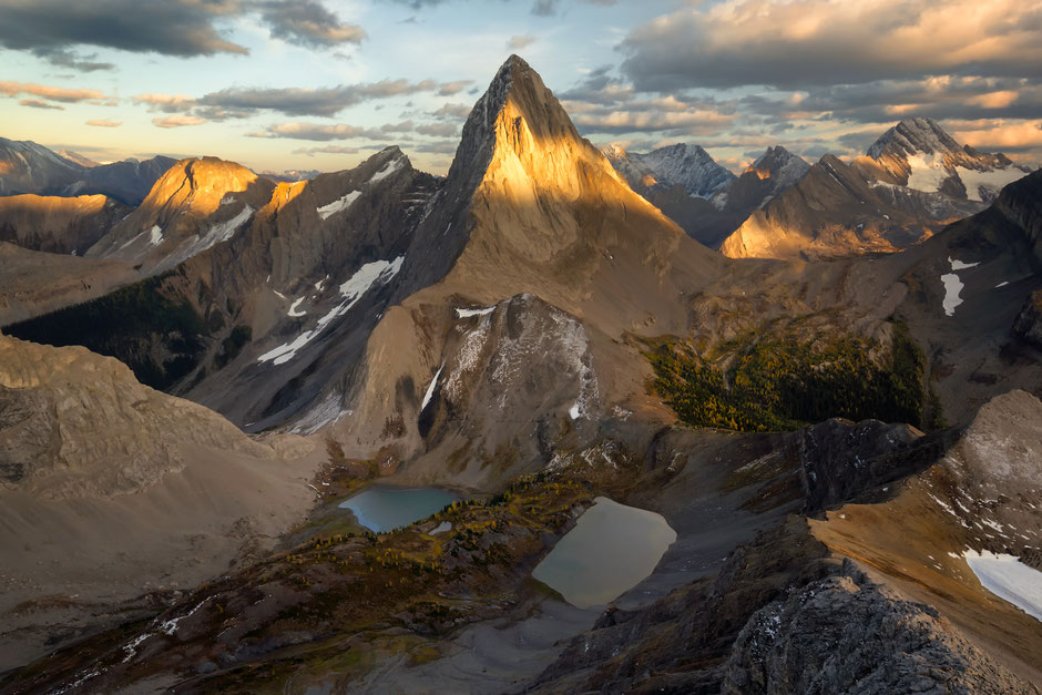 Mount Birdwood viewed from Smutwood peak. Best hikes in the Canadian Rockies