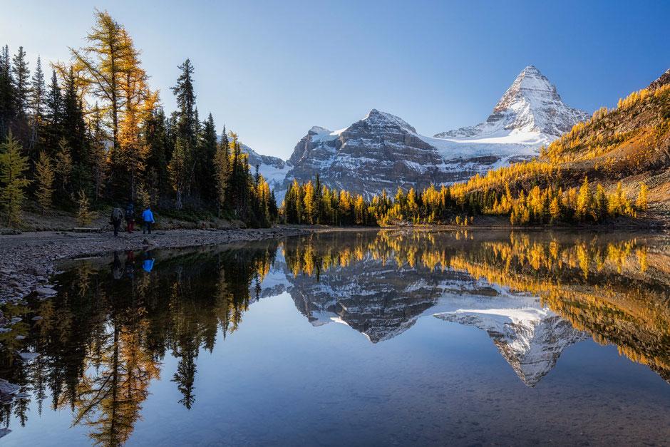Sunburst lake in Mount Assiniboine Provincial Park. Best multiday hikes in the Canadian Rockies