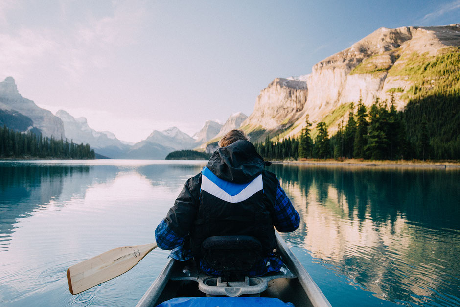 guide to multi day canoeing trip on Maligne lake