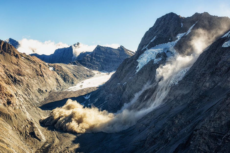 Avalanche in Mount Cook National Park
