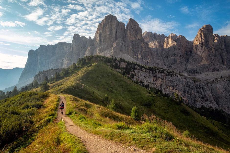 Following path no. 666 from Passo Gardena to the start of the via ferrata Brigata Tridentina
