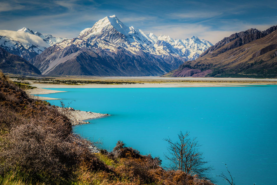 Mount Cook and Lake Pukaki a Must stop on a 10 day road trip around the South island of New Zealand