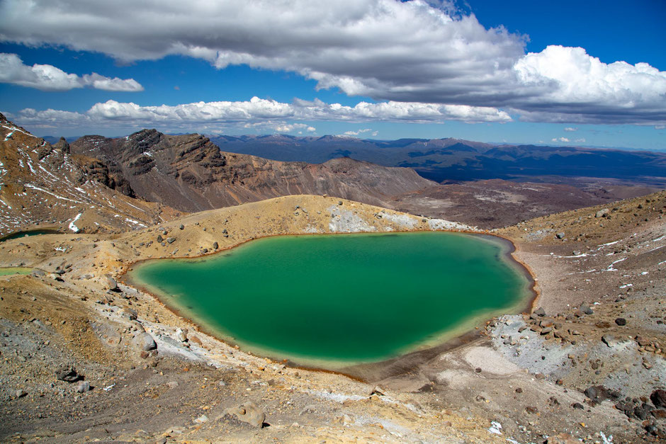 Emerald Lakes. Guide to Tongariro Northern Circuit, New Zealand