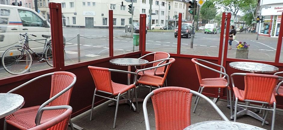 Windschutz für Straßencafe