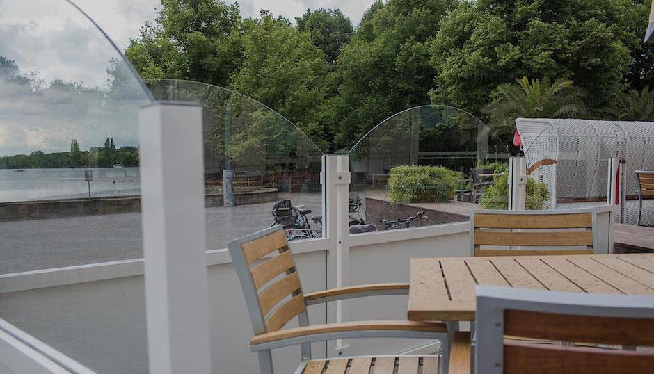 Windschutzanlage für Hotelterrasse