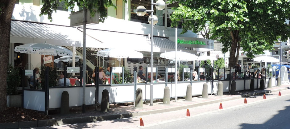 Windschutzanlage Terrasse Straßencafe