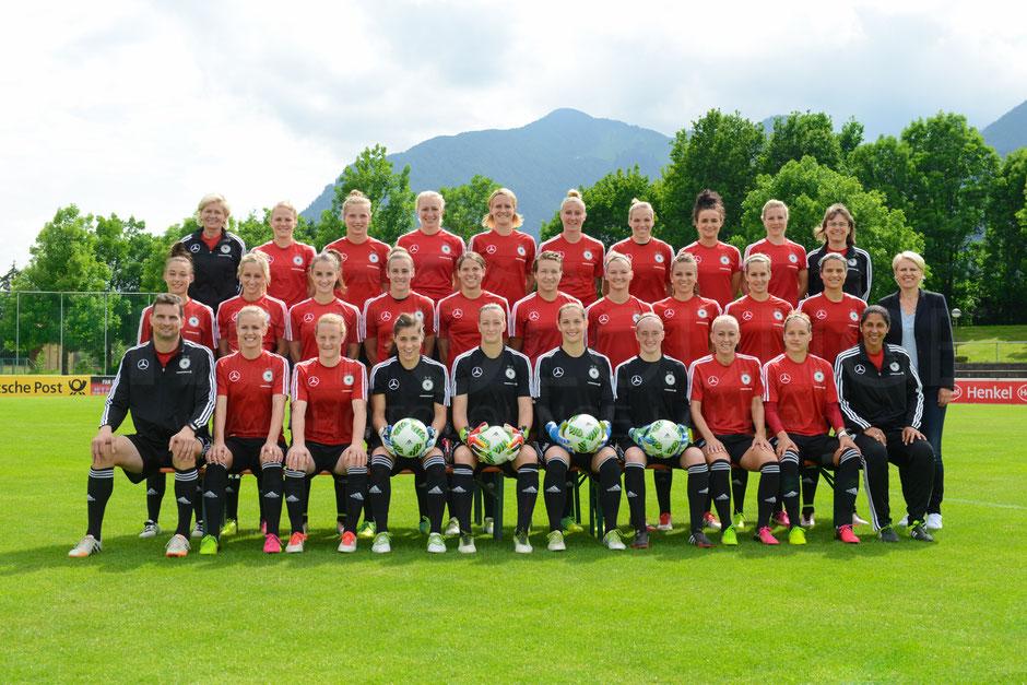 Mannschaftsfoto und Einzelportraits der Deutschen Frauen-Nationalmannschaft
