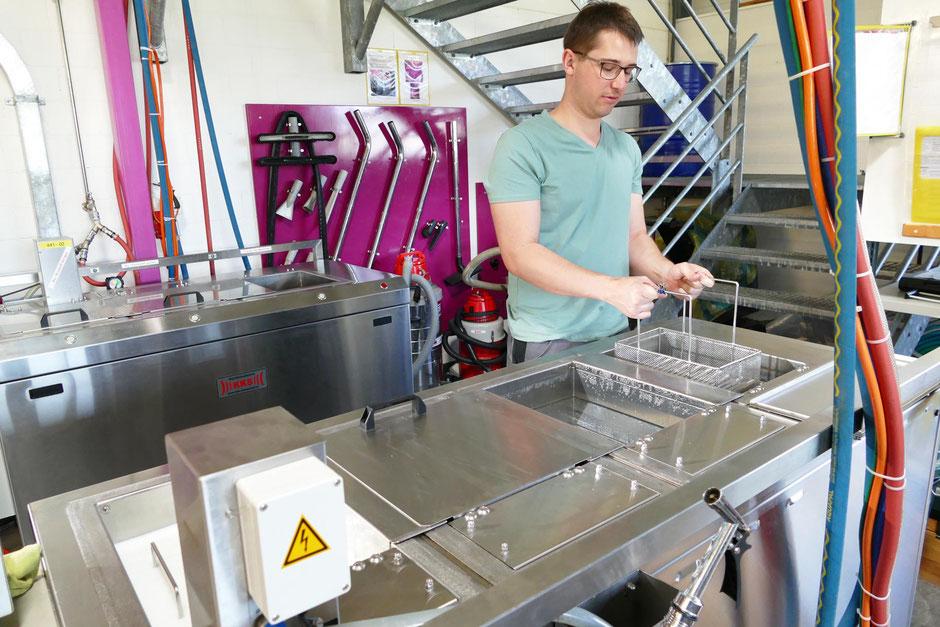 Sauberkeit dank Ultraschallreinigung der CNC Drehteile und CNC Frästeile durch Rogenmoser Feinmechanik AG