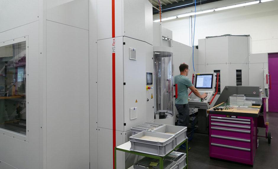 CNC Fräs- und Bohrmaschinen bis 5 Achsen Verfahrwege bis X 760mm, Y 460mm, Z500mm bei der Rogenmoser Feinmechanik AG