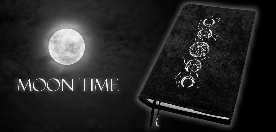 Buchhülle Moontime aus schwarzem Stoff mit Mondphasen-Stickerei