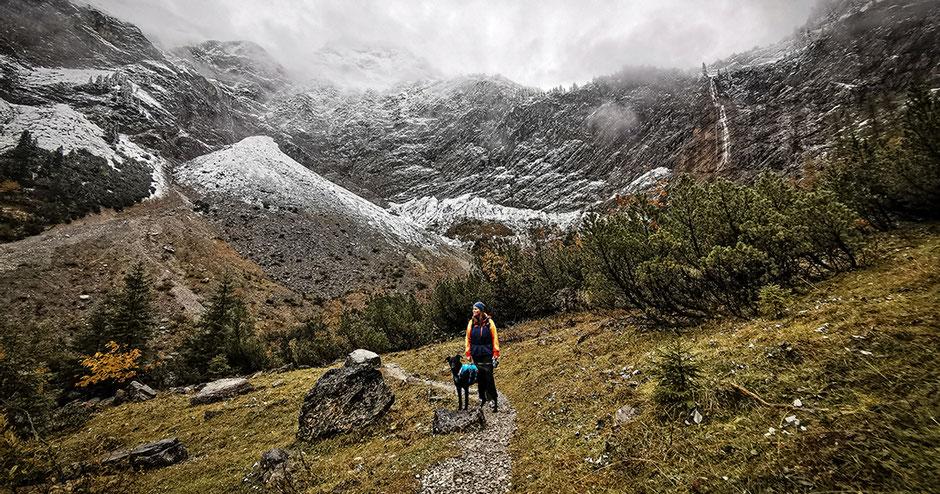 Vilsalpsee Tannheimer Tal Tirol Wandern mit Hund in Tirol Bergurlaub mit Hund Bergaicht Wasserfall