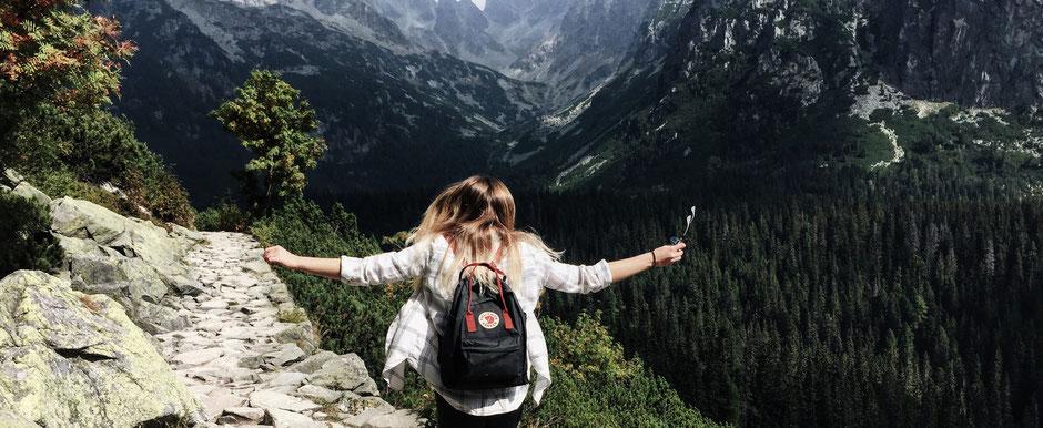 Mit einer privaten Unfallversicherung kannst du die Freizeit am Berg unbeschwert genießen.