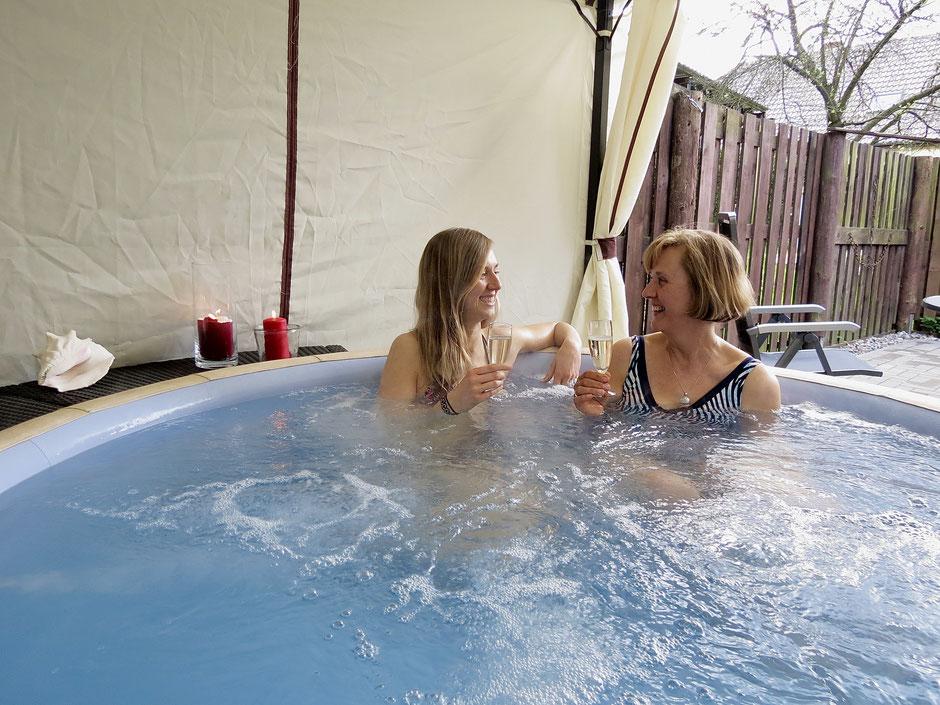 Ferienhaus mit Pool, Whirlpool, Jacuzzi, Außen-Whirlpool