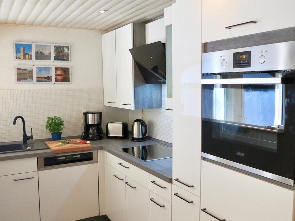 Ferienhaus MV mit Einbauküche, Geschirrspüler, Spülmaschine, Induktionsherd