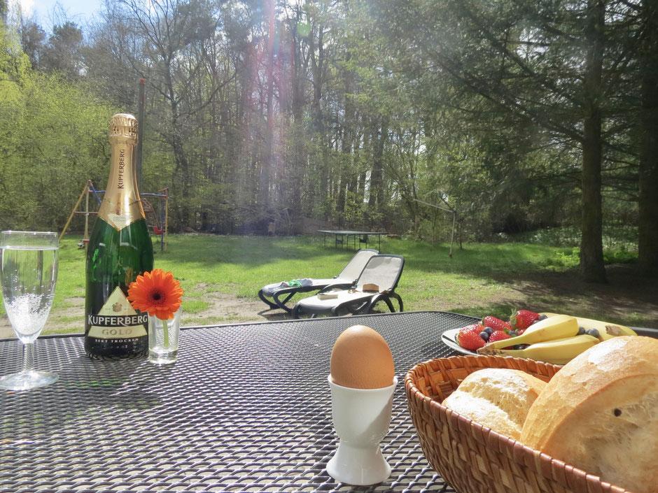 Urlaub, Frühstück, Langschläfer-Frühstück, Mecklenburg, Sektfrühstück, Ferienhaus
