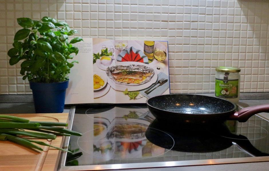 Ferienhaus Küche kochen Pfanne