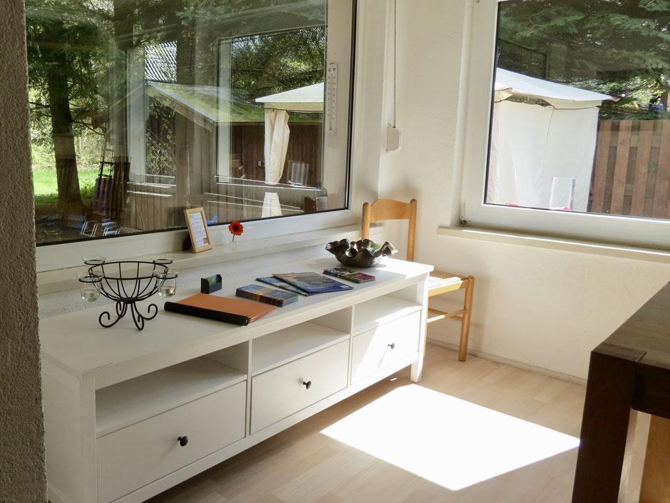 Ferienhaus in Alleinlage mit Panorama-Fenster mit Waldblick