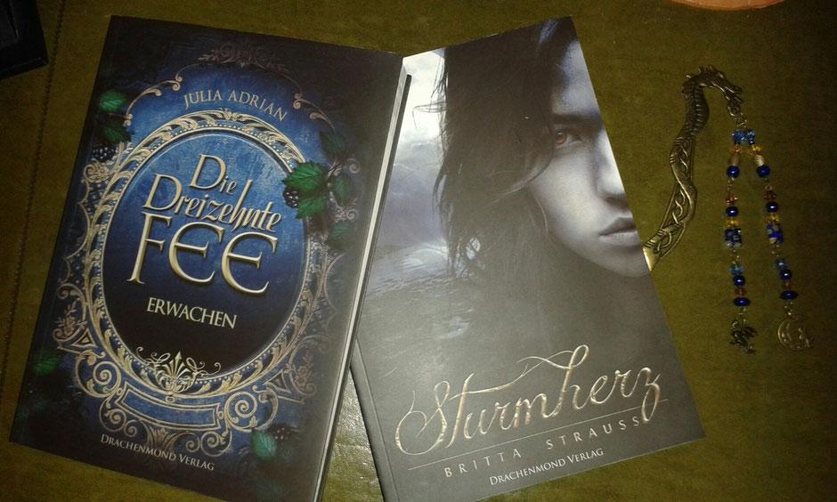 Päckchen aus dem Drachenmond-Verlag ist eingetroffen: 2 Bücher + 1 Drachenlesezeichen...